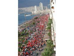 İzmirde Alternatif Cumhuriyet Bayramı Kutlaması Düzenlendi