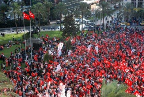 İzmir'de alternatif Cumhuriyet Bayramı kutlaması düzenlendi