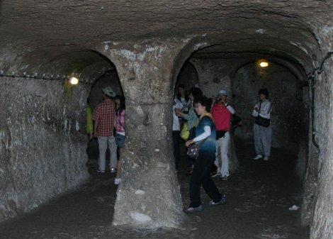 KAPADOKYA'DA YER ALTI KENTLERİNE TURİST AKINI