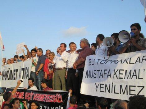 MERSİN'DE 'GEZİ PARKI' TEPKİSİ
