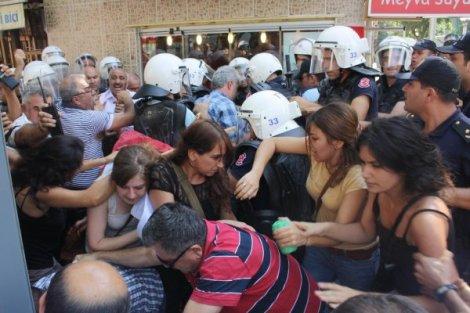 ÖDP'Lİ GENÇLERE POLİS MÜDAHALESİ