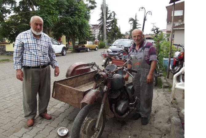 termeli-50-yillik-motor-ustasi-meslegi-birakamiyor_3064_dhaphoto2.jpg